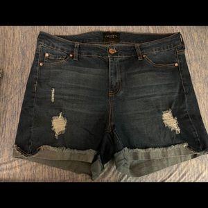 Celebrity Pink Medium Wash Jean Shorts Size 14